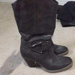 """Shoes - Fashionable """"cowgirl"""" boots"""